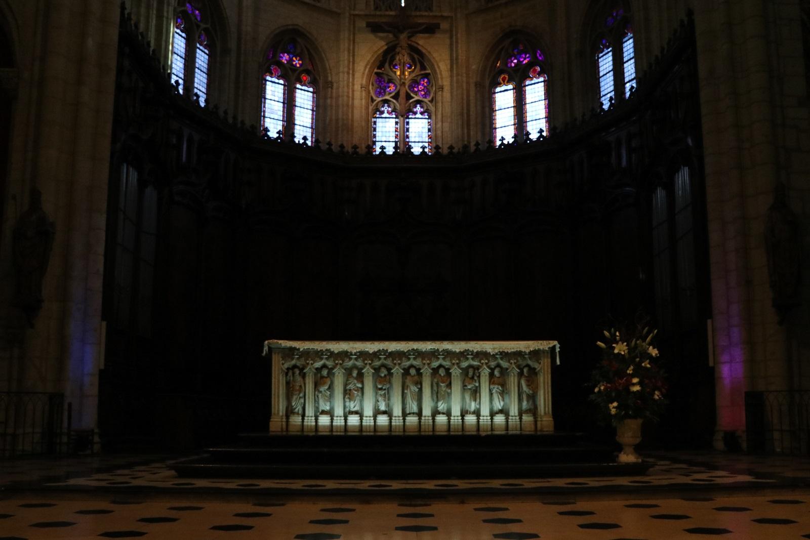 Интерьер церкви Сен-Низье
