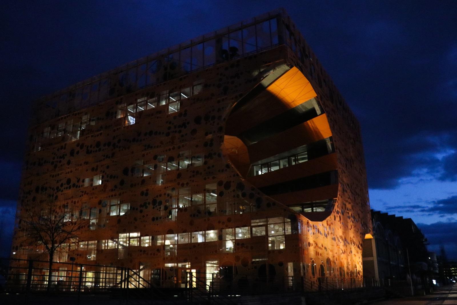 Слияние рек в Лионе - современные здания