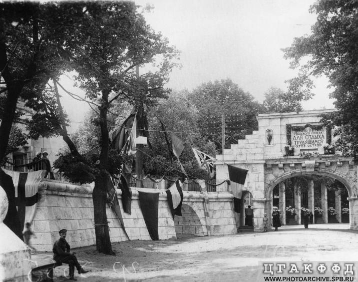 Триумфальная арка на Каменном острове